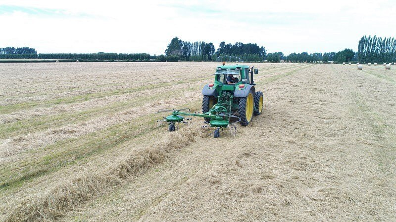 Sirtex UNI400 tedder rake combination hay maker on hay straw paddock
